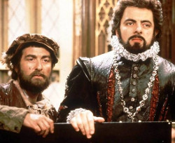 Tony Robinson and Rowan Atkinson in Blackadder