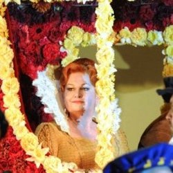 Susan Bullock as Queen Elizabeth l